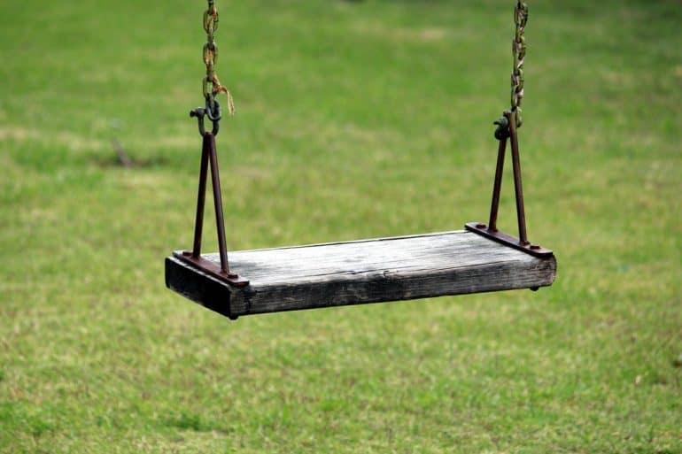 «Этого мальчика пинали ногами, кидались им друг в друга» — мое самое стыдное воспоминание из школы