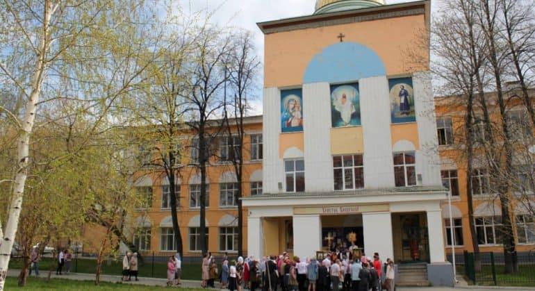 Гимназия в Екатеринбурге примет детей из монастыря, который незаконно удерживает схимонах Сергий (Романов)