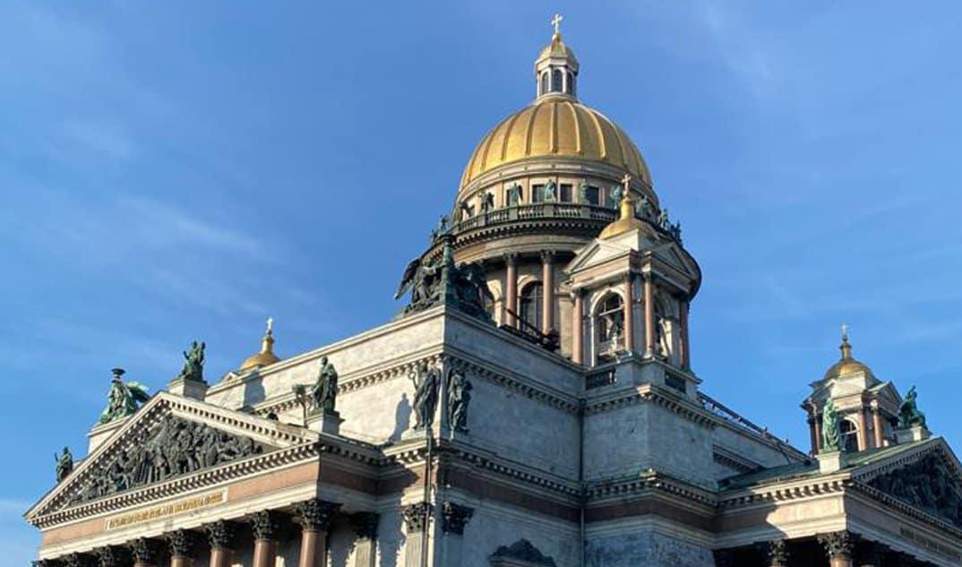 Верующие снова могут посещать Исаакиевский собор в Петербурге