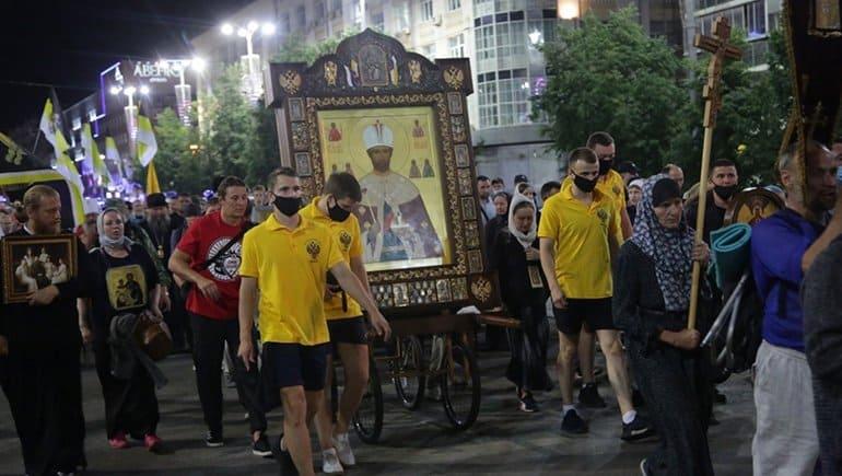 В Царском крестном ходе в Екатеринбурге приняли участие 10 тысяч человек