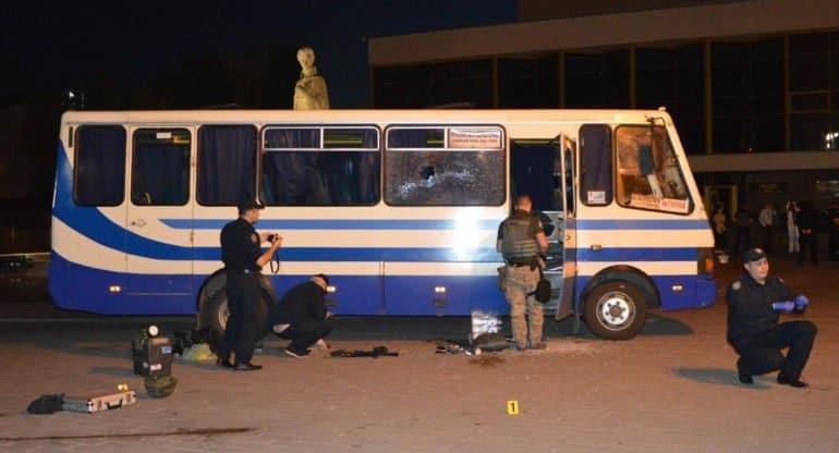 В Луцке освободили всех заложников из захваченного автобуса