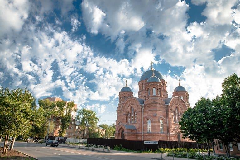 В Саратове освятили храм, в котором воссоздали черты двух разрушенных церквей