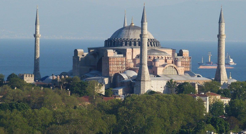 Для посещения собора Святой Софии в Стамбуле ввели дресс-код