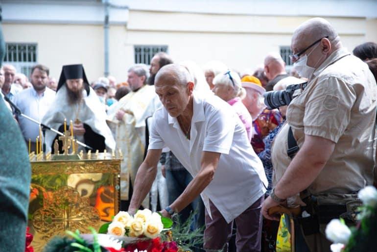 На могиле Владимира Высоцкого совершили панихиду в день 40-летия со дня его смерти
