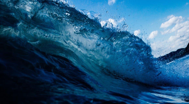 Очевидец и сотрудники МЧС вместе спасли девочку, унесенную в море