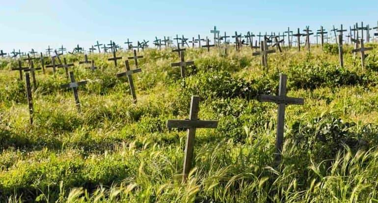 На могиле возможен только шестиконечный крест?