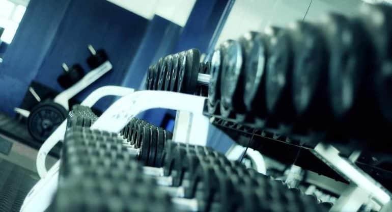 Как заниматься, если в спортзале непристойные песни?