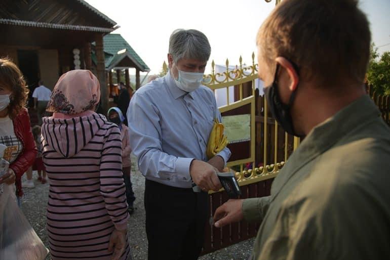 В уральской реке Чусовой Таинство Крещения состоялось с соблюдением санитарно-эпидемиологических мер безопасности