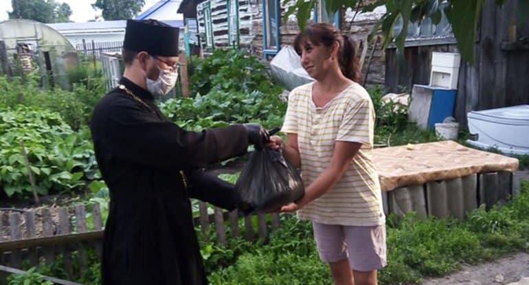 Церковь передала нуждающимся алтайцам почти 8 тонн продуктов