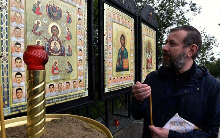 Уникальные иконы с ликами погибших подводников «Курска» установили в Мурманске