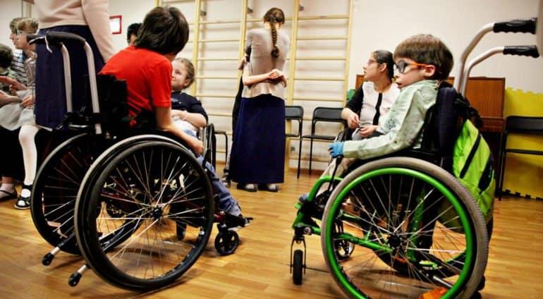 Предложен законопроект о выплатах 10 тысяч в месяц ухаживающим за инвалидами