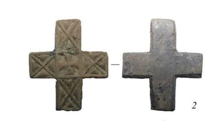 Керамический крестик домонгольского периода нашли в Суздале