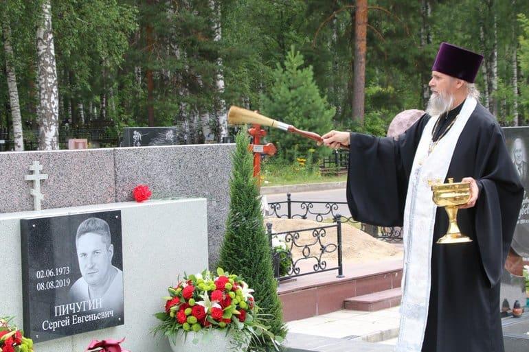 В Сарове открыли мемориал в честь погибших год назад испытателей