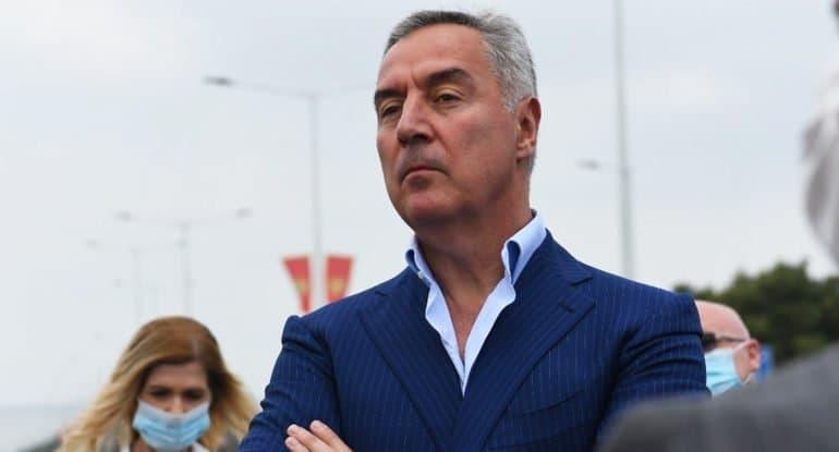 Президент Черногории Мило Джуканович растерял поддержку народа, считают в Русской Церкви