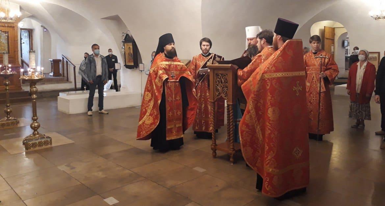 О больных гемофилией по традиции помолились в Новоспасском монастыре