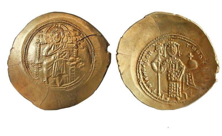Монеты византийских императоров с изображением Христа нашли в Фанагории