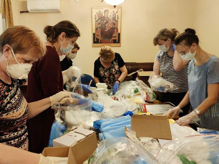 Церковь и Ассоциация волонтерских центров передали регионам средства защиты от коронавируса