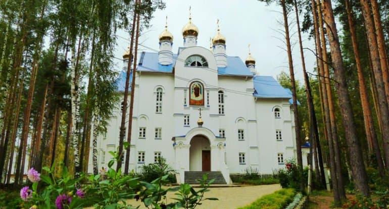 Екатеринбургская епархия обратится в полицию из-за недопуска ее комиссии в Среднеуральский монастырь