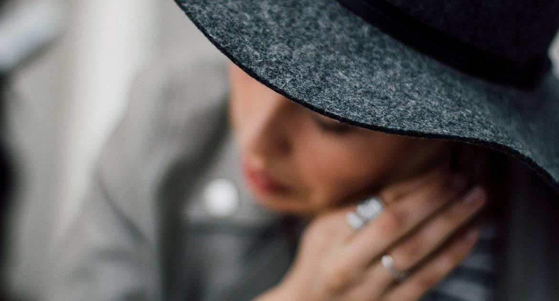 Почему в церкви нельзя быть в шляпке?