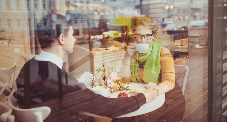 Муж общается с девушкой. Сохранять ли семью?