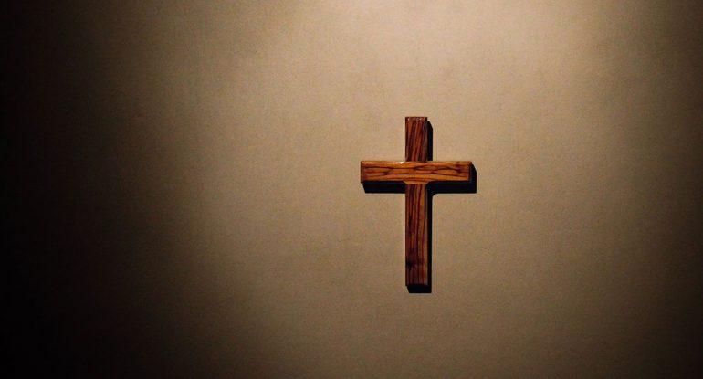 Можно поменять серебряный крестик на деревянный?