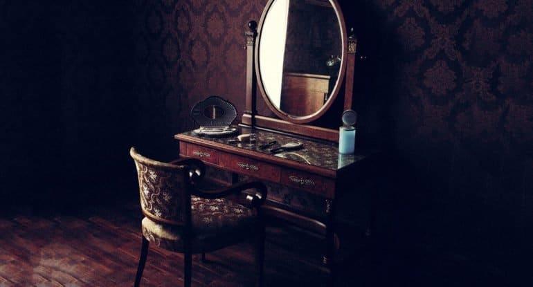 После смерти бабушки не помяли пол и не завесили зеркала. Что делать? Это суеверия?