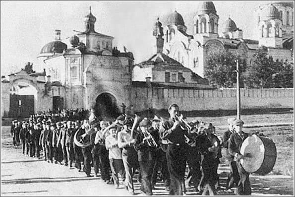 В этом русском монастыре введен сухой закон. История про настоящее русское отчаяние и тех, кто не сдается