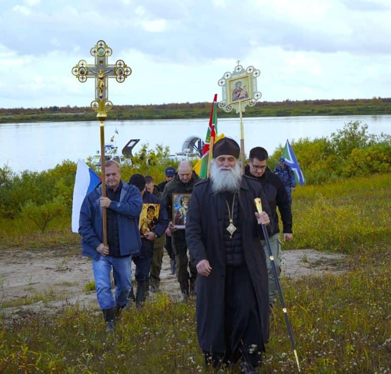 Епископ Нарьян-Марский Иаков возглавил крестный ход к месту первого русского города в Заполярье