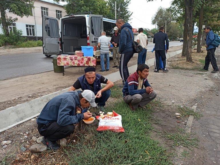 В Бишкеке на помощь нуждающимся снова поехал «Автобус милосердия»