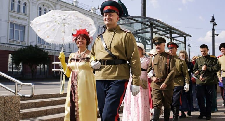 Омичи снимают фильм о посещении города царем Николаем II