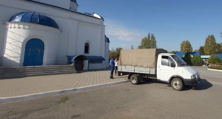 Церковь помогла продуктами гражданам Узбекистана, ожидающим поезда на родину