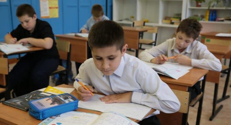 С 18 января школьники Москвы вернутся к очному обучению