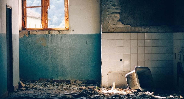 Можно ли повторно освятить квартиру после ремонта?