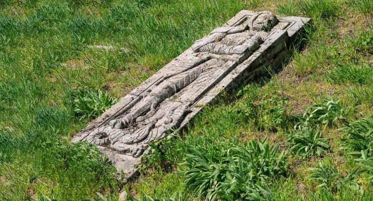 Что делать с фото покойницы в гробу?