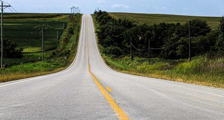 Можноли говорить «скатертью дорога»?