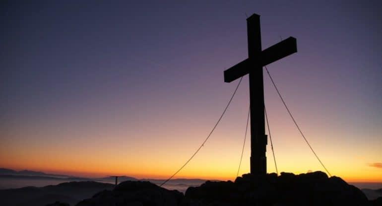 Чин Воздвижения: зачем каждый год 26 сентября выносят крест на середину храма?