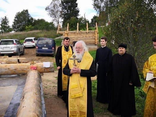 Известный московский художник строит храм в деревне на Валдае