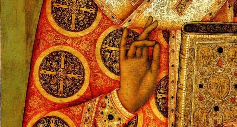 Жесты рук святых на иконах: что они означают?