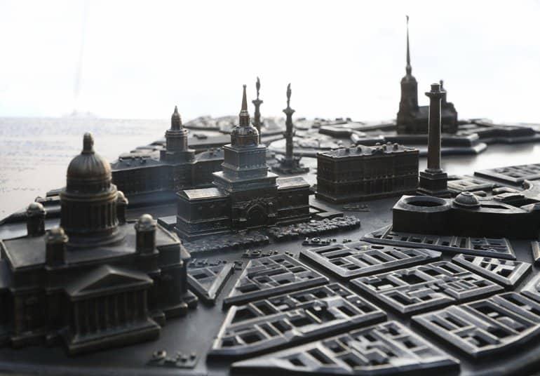 Незрячие теперь могут «увидеть» исторический центр Санкт-Петербурга