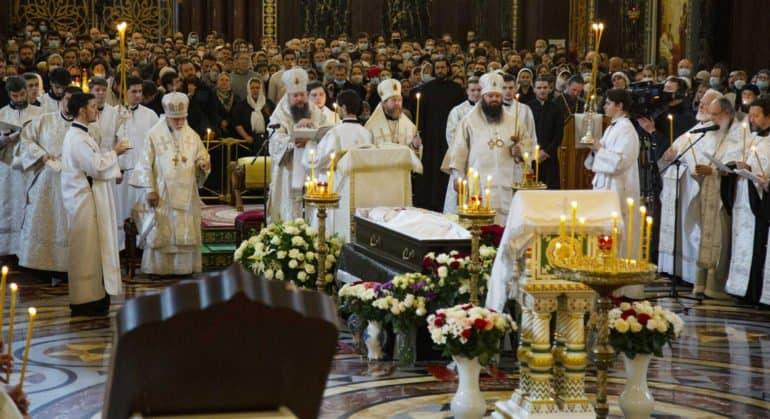 Протоиерея Димитрия Смирнова похоронили за алтарем храма, в котором он служил