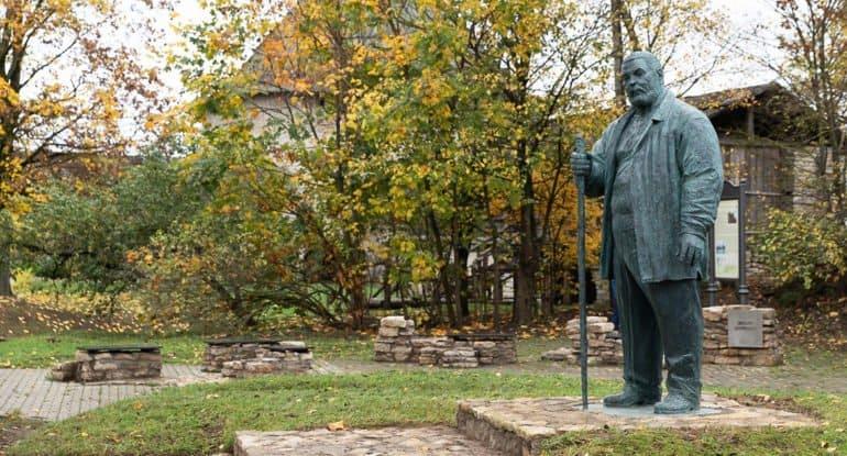 Памятник реставратору Савве Ямщикову открыли в Пскове