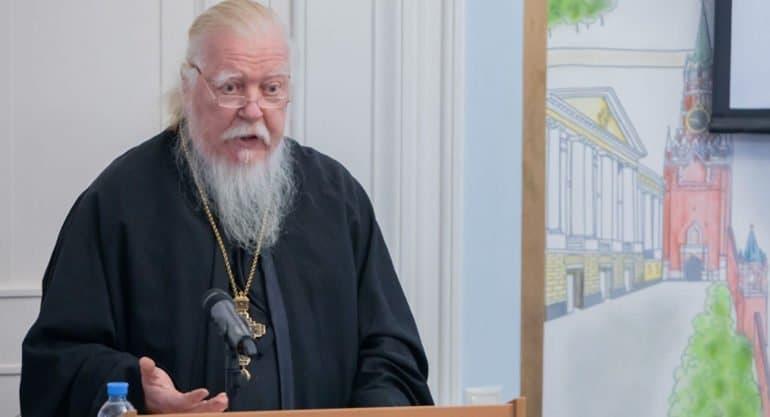 Священник рассказал, почему отца Димитрия Смирнова можно назвать «самым многодетным отцом Москвы»