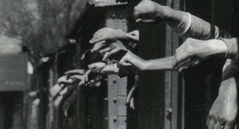 Охранникам запретили говорить с арестантами. Но этот часовой не мог удержаться — из воспоминаний Валерии Пришвиной