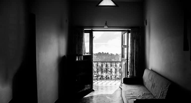 Как преодолеть страх ночевать в квартире умершего?