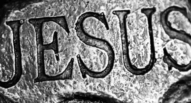 В Церкви назвали «неприкрытой дискриминацией» запрет американской школьнице носить маску с надписью о Христе