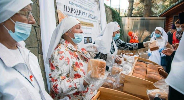 При сочинском храме открылась пекарня, которая поможет хлебом малоимущим