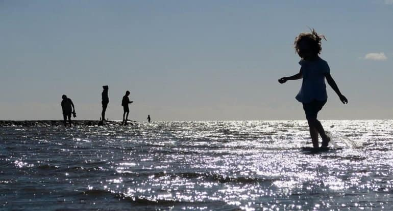 Надо ли крестить ребенка? Ведь он ничего не понимает