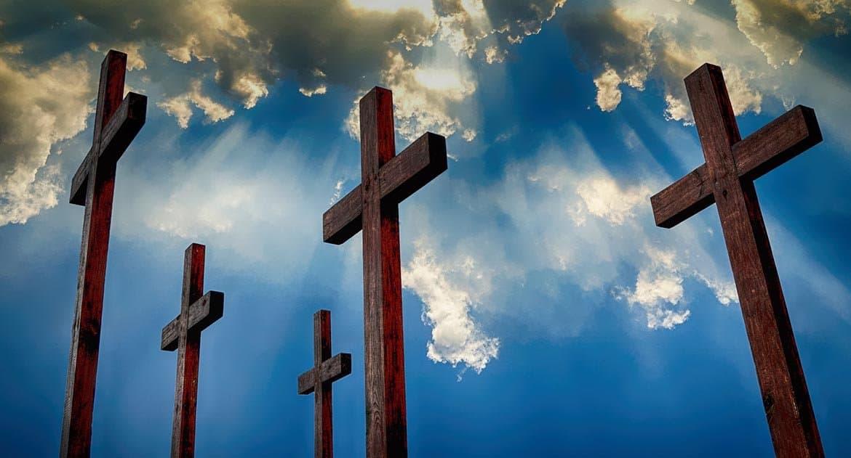 Можно ли на крест прикрепить фото умершего?