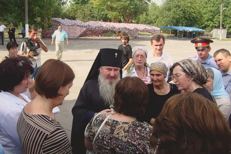 «Никогда не забуду этого», — митрополит Феофан (Ашурков) о том, как выносил раненых детей из школы в Беслане