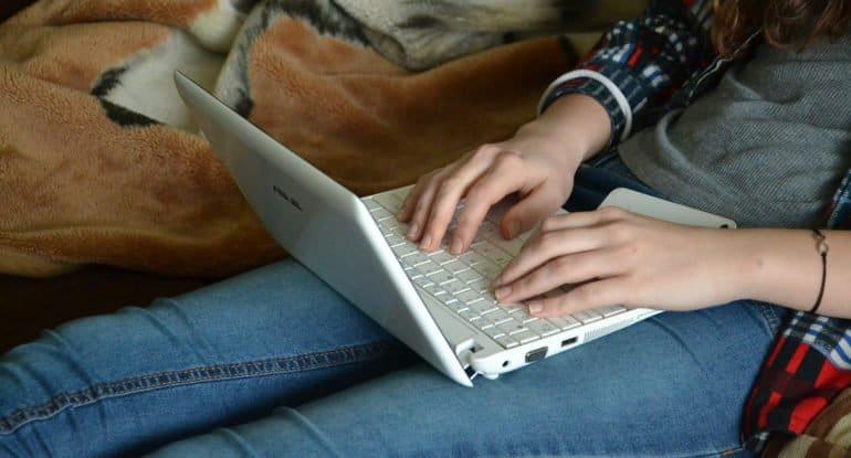 Представитель «Фомы» рассказала на конференции об особенностях онлайн-общения читателей со священником